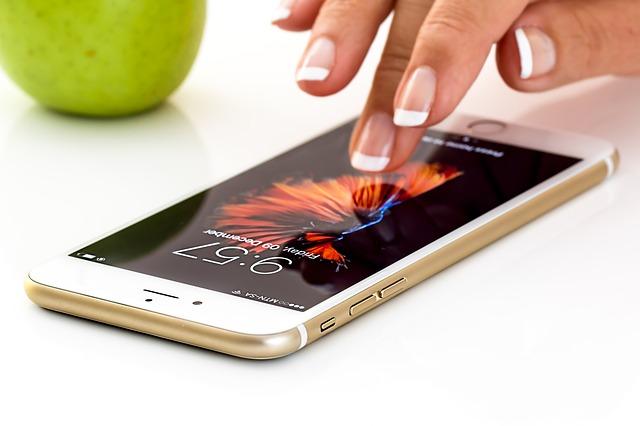 jablko za mobilem