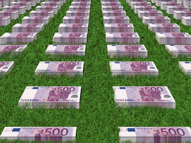 eura v trávě