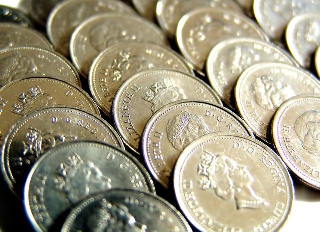 kovové mince nalajnované u sebe