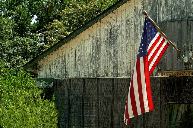 americká vlajka na stodole
