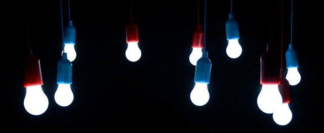 svítící LED žárovky